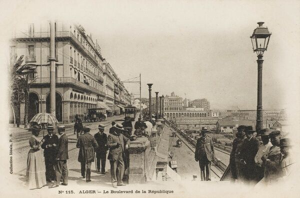 Taking a stroll along the Waterfront at Algiers, Algeria - the Boulevard de la Republique. A typical French resort!