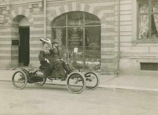 An Allvelocar, imported to Landskrona 1904. The car was called Orient Bockboard and a Cycle-Car. Date: 1904