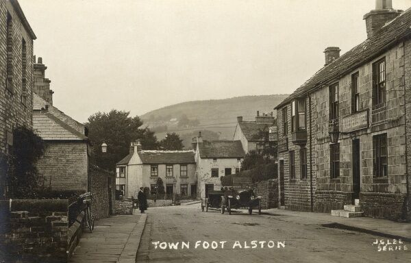 Town foot, Alston, Cumbria - the highest market town in England. The Bluebell Hotel is on the right (now the Blue Bell Inn) Date: circa 1910s