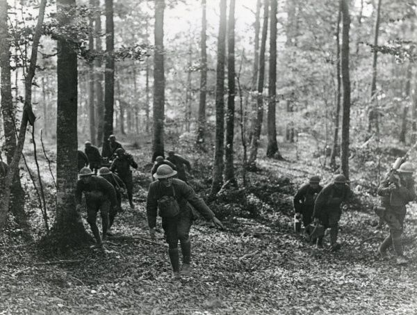 American 80th Division machine gun platoon advancing through woods between La Chalade and Le Claeon, Argonne, north eastern France, during the First World War. Date: 29 October 1918
