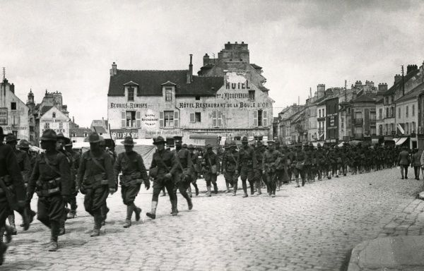 American troops on the march to the front at Meaux, northern France, during the First World War. Date: July 1918