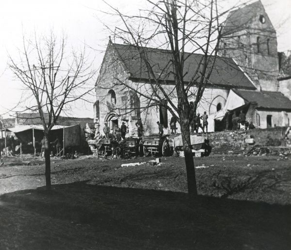 American troops near the church in Nanteuil-la-Fosse, northern France, during the First World War. Date: March 1918