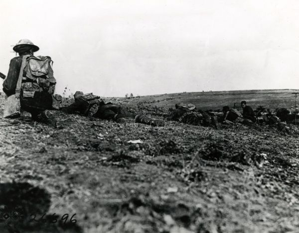 American troops advancing near Montfaucon in the Argonne, eastern France, during the First World War. Date: 18 October 1918