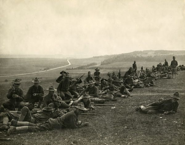 American troops on a training exercise in France during the First World War. Date: 1917-1918