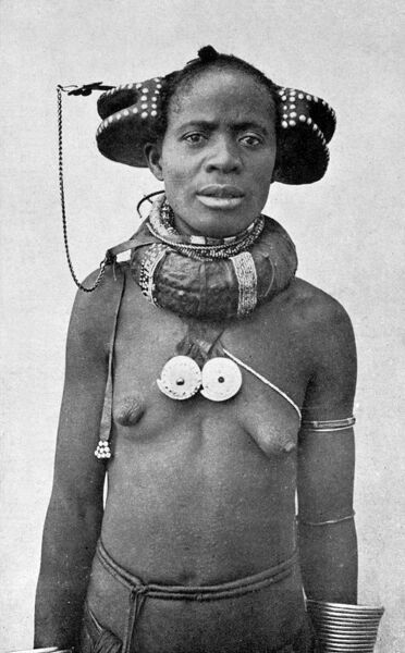 Angola - Woman with the extraordinary hairstyle and neck jewellery/adornment of the region of Huila Province. Date: circa 1910s