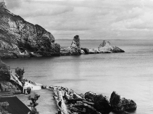 Anstey's Cove, a picturesque bay near Torquay, Devon, on the 'English Riviera'. Date: 1950s