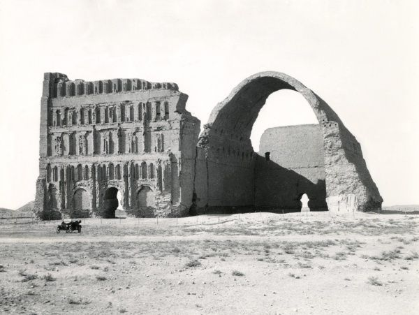 The Arch of Ctesiphon (Taq-i Kisra), near the River Tigris in Mesopotamia (now Iraq) during the First World War
