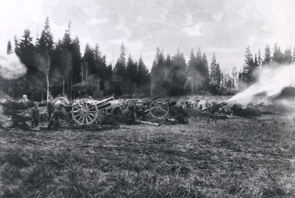 Artillery in action on the Russian Front during the First World War. Date: 1914-1918