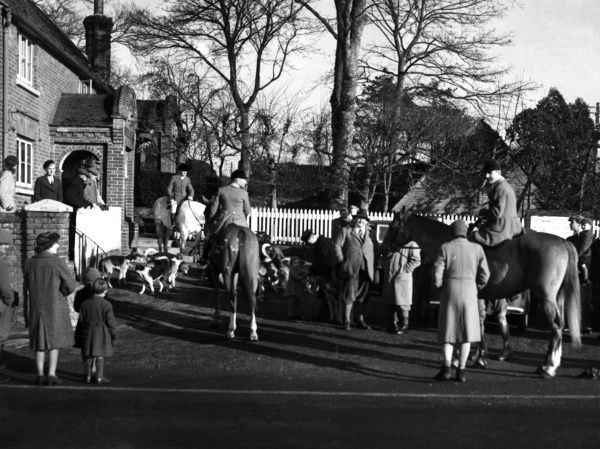 The Ashford Valley Foxhounds meet outside the Hare & Hounds Pub, Kent, England. Date: 1950s