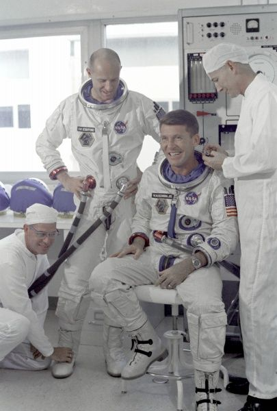 WALTER SCHIRRA Pioneer American astronaut - a member of the original 'Mercury 7' chosen for Project Mercury, the first US attempt to put men in space