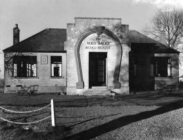'The Auld Smiddy Road House', a modern roadhouse beside the Old Blacksmith's Shop at Greta Green, Dumfrieshire, Scotland. Date: 1950s