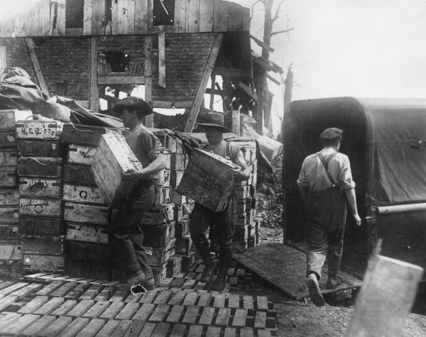 Australian troops unloading a transport wagon in France during the First World War. Date: 22 May 1917