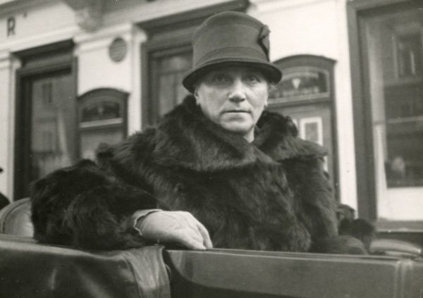 Photograph of the Austrian medium Maria Silbert, wearing a hat and sitting in a coach outside her home in Graz, 1933