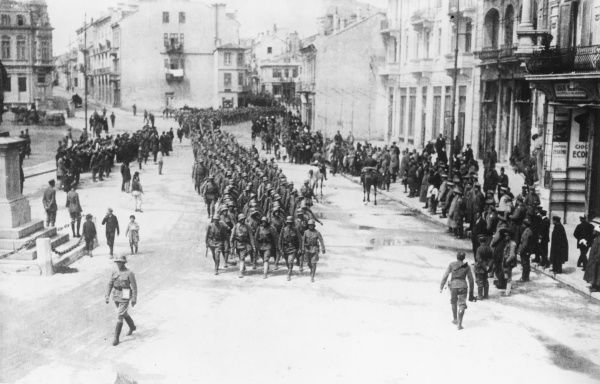 Austrian troops marching through a town in Romania during the First World War. Date: 1914-1918