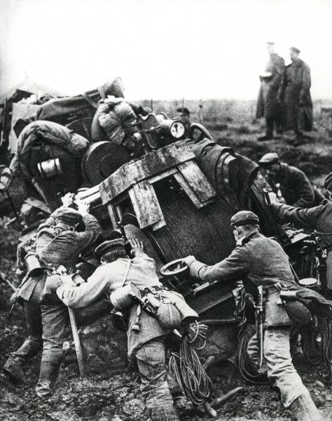 Austro-Hungarian troops trying to dislodge heavy equipment out of the mud during their advance through Romania, on the Eastern Front, during the First World War. Date: 1917