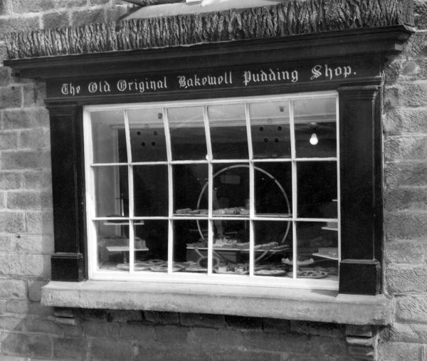 The shop window of the old original Bakewell Pudding Shop, where the famous Bakewell Tarts were first made, Bakewell, Derbyshire, England. Date: 19th century