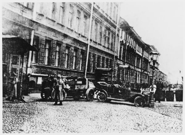 Cars are used to barricade access to the Admiralty, Petrograd