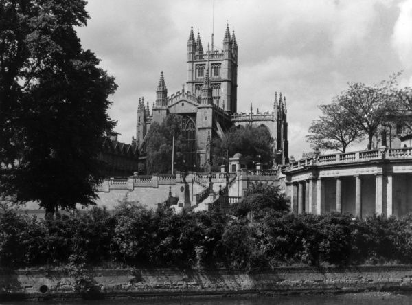 The majestic exterior of Bath Abbey, towering above the Parade Gardens, Bath, Somerset, England. Date: 12th century