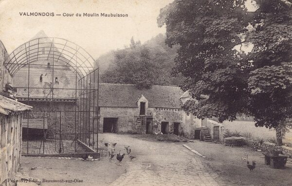 Early outdoor wire and mesh bird enclosure, for poultry, pigeons and possibly doves at the Maubuisson Mill at Valmondois, Seine Region, France. Date: 1911