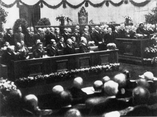 The opening of the new National Assembly in Weimar - the birth of the Weimar Republic