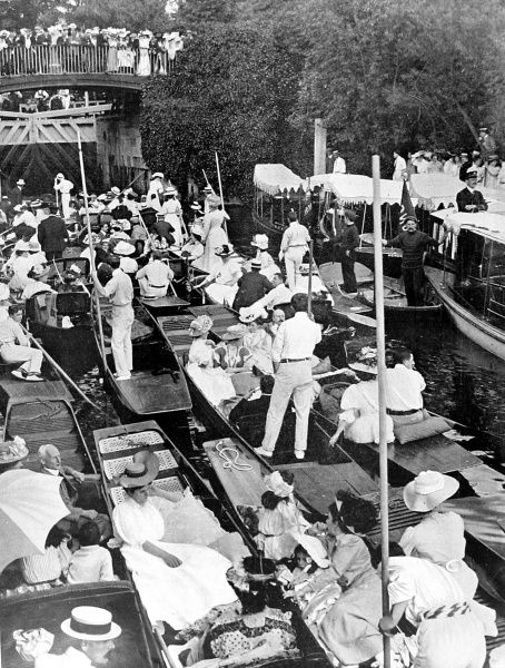 Photograph showing the crowd of boats queuing for Boulter's Lock, Berkshire, on Ascot Sunday, 1907. The day this picture was taken 1300 boats passed through the lock
