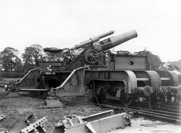 A British 12 inch Howitzer on a railway mounting during the First World War. Date: 1914-1918