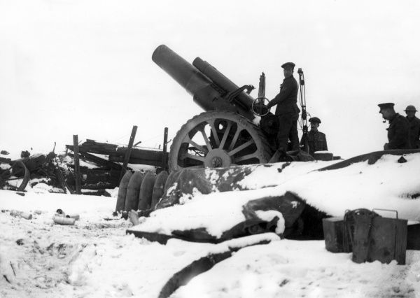 A British 8 inch Mark V Howitzer of the 20th Siege Battery, RGA (Royal Garrison Artillery) in the snow at Pozieres, northern France, during the First World War. Date: February 1917