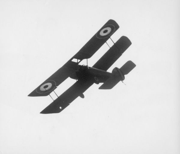 A British biplane in flight during the First World War. Date: 1914-1918