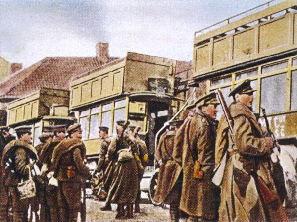 The underequipped British Army, possessing no proper transport vehicles, makes uses of London buses to enable the troops to reach the front line