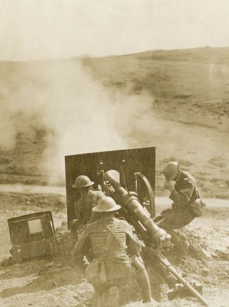 British gunners in action on the Balkan Front during the First World War. Date: 1914-1918