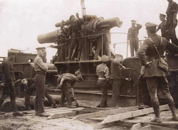British gunners with heavy artillery during the First World War. Date: 1914-1918