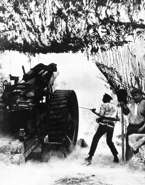 A British heavy Howitzer in action on the Somme, France, during the First World War.  circa 1916