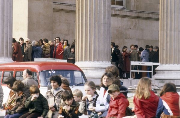 A very long queue for a popular exhibition at the famous British Museum, central London. Date: 1980