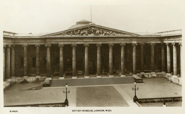 British Museum, London. The main block and facade of the Museum was designed by Robert Smirke. Date: circa 1910s