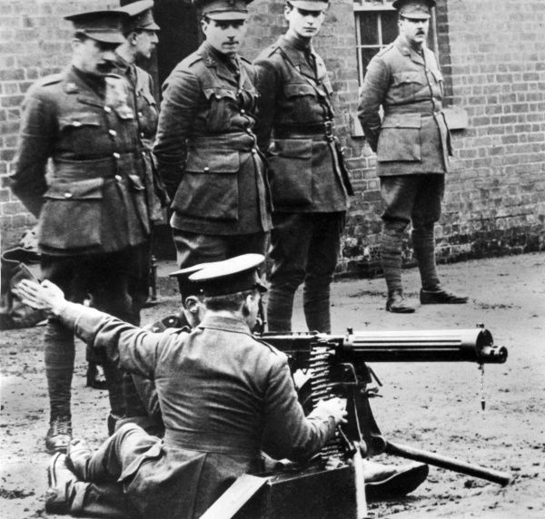 British soldiers undergoing weapons training with a machine gun during the First World War. Date: 1914-1918