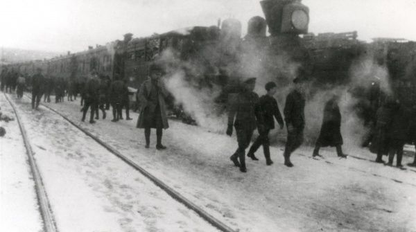 British troops alongside a train on the North Russian Front, either towards the end of the First World War or during the Russian Civil War. Date: 1918-1919