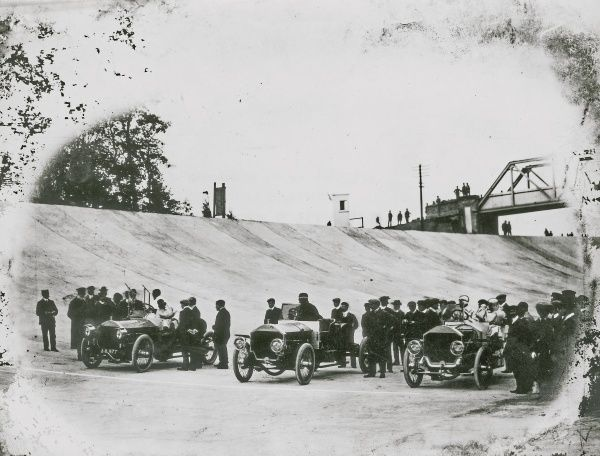 Brooklands Motor Course, 24 hour endurance record, trio of 6 cylinder stripped 65 hp Napiers Date: 1907