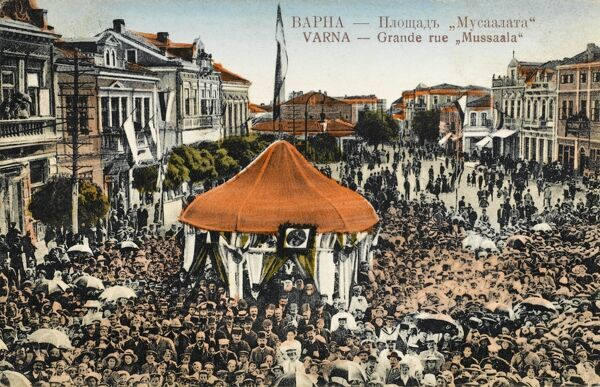 A Festival/Holiday event in Varna, Bulgaria. A large crowd gathers in the wide Musala Street. The photographer for this card has superbly managed to catch the attention of the crowd for this wide shot