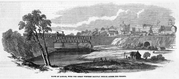General view of the town, with a train crossing the railway bridges of the Great Western Railway over the Thames river