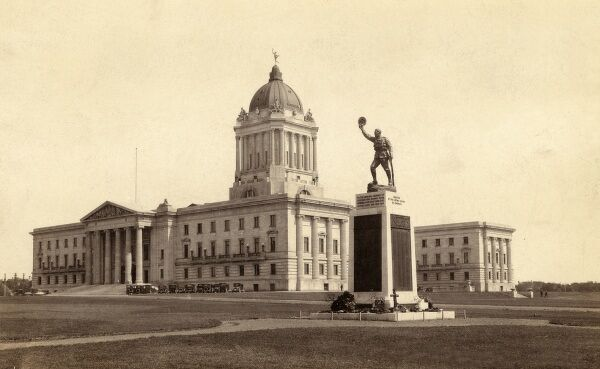 Canada - Manitoba Parliament Buldings, Winnipeg. The foreground statue commemorates those from Winnipeg who lost their lives in the First World War. Date: circa 1920s