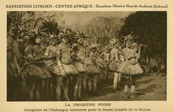 In 1924-1925, Georges Marie Haardt and Louis Audouin-Dubreuil set out on the second Citron Mission to Central Africa. This card shows the indigenous people of Oubangui in traditional costume, preparing for the ritual Gan'za Dance. Oubangui-Chari