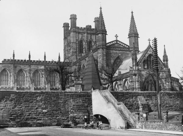 Chester Cathedral was originally a Benedictine monastery, only becoming a cathedral in 1536 on the Dissolution of the Monasteries by Henry VIII