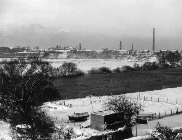 Winter snow over the River Dee, looking towards Boughton, Chester, Cheshire, England. Date: 1960s
