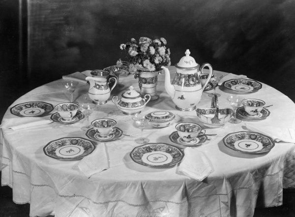 This delicate china tea service would grace any dinner table. Date: early 1930s