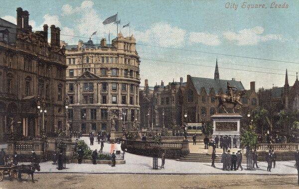 City Square, Leeds, Yorkshire, dominated by a statue of Edward, the Black Prince on horseback in bronze by Thomas Brock. Date: circa 1910s