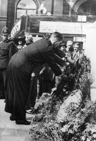 Colonel Victor Barker aka Valerie Arkell-Smith (1895-1960) a woman who passed herself off as a man and did not tell his wife when they married, laying a British Legion wreath on the Cenotaph in August 1927
