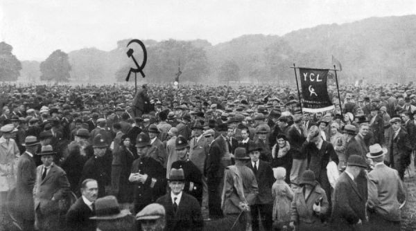 Communist demonstration in Hyde Park : the intense excitement of the crowd reflects the inflammatory oratory of the speakers