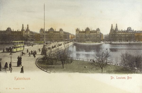 Dronning Louises Bro (Queen Louise's Bridge), over 'The Lakes' ('Soerne') at Copenhagen, Denmark. Date: circa 1910s