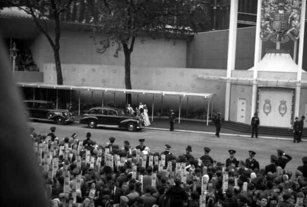 "The cars bearing VIPs and Heads of State queue up at the west door. A ""Lady in Waiting"" arrives. 1953"