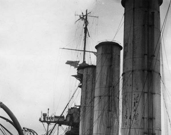 The foretop gallant mast of the British Monmouth-class armoured cruiser HMS Kent, shot away by a shell from the German light cruiser Nurnberg during the Battle of the Falkland Islands, First World War. Date: 8 December 1914